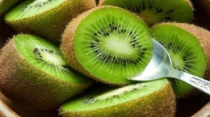 THE AMAZING HEALTH BENEFITS OF KIWI FRUIT