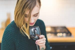 How does drinking wine help to lower the risk of diabetes?