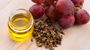 10 SURPRISING BENEFITS OF GRAPE SEED OIL ON SKIN & HAIR